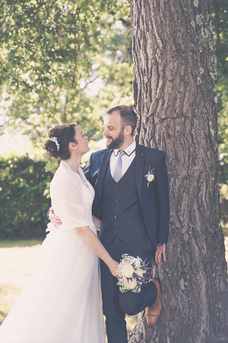 Mariés au pieds de l\'arbre
