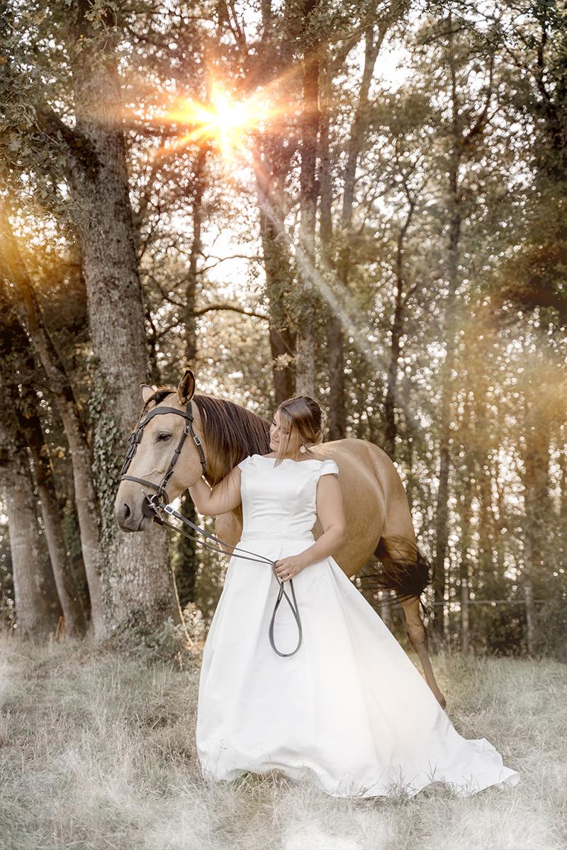 La mariée avec son cheval